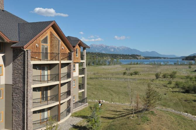 Find top invermere hotels places to stay at panorama mountain resort for Hotels in lake windermere with swimming pool